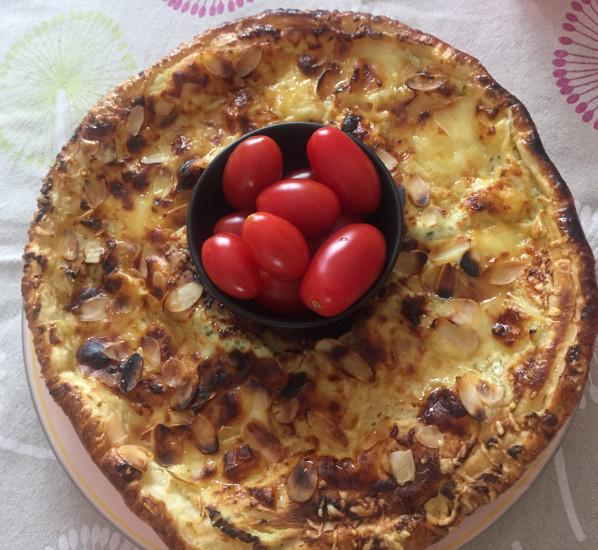 Couronne feuilletée au fromage, miel et amandes